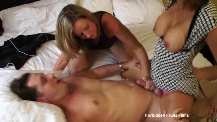 Step Son Mom Share Bed Fuck